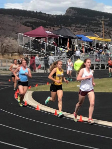Hannah Ellis in the 3,200 meter run