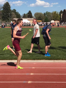 Levi Chambers running a leg of the 4x400