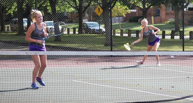 Jaguars Top Bay in Tennis