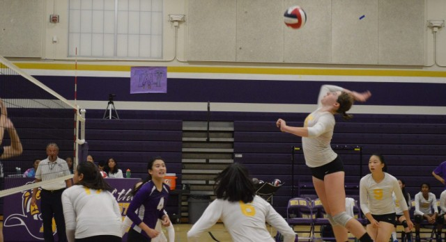 Girls Volleyball cruises into CCS playoffs!