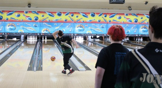 Gators top Wolves 10-0 in Bowling