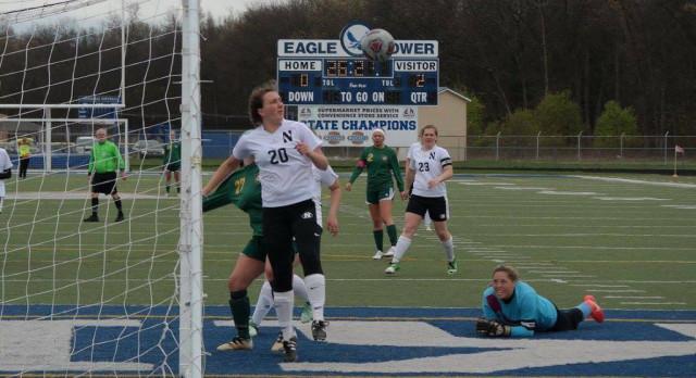 Girls Soccer Downs Oakridge in Shootout