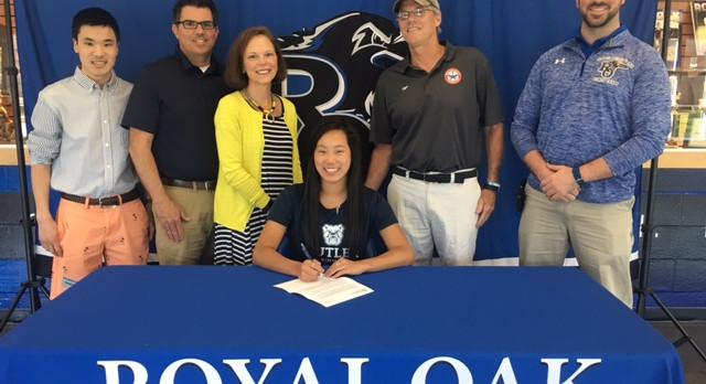 Royal Oak Swimmer Emma Harris signs with Butler University!