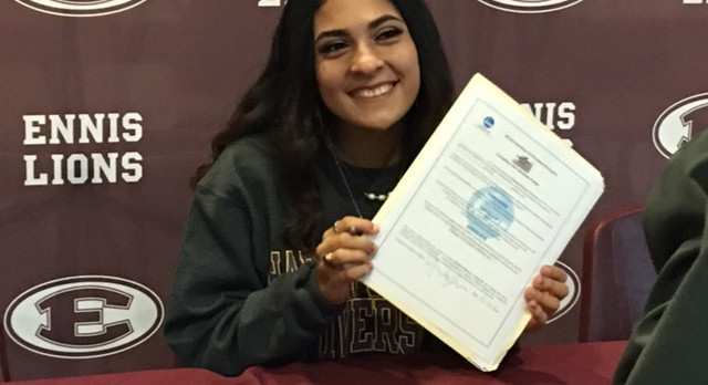 Loera Signs with Hardin-Simmons