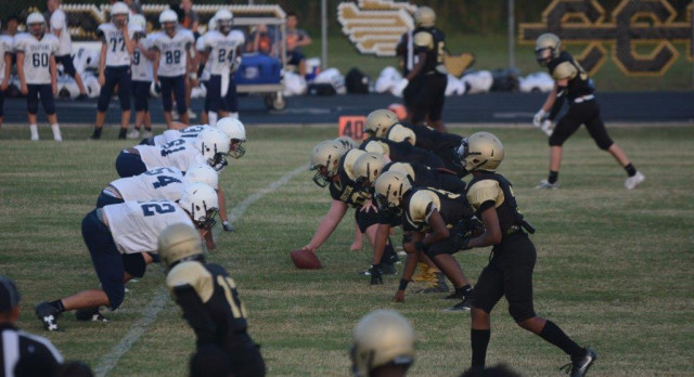 Freshmen Football: Gold Defeats Seven Lakes, White Falls Short