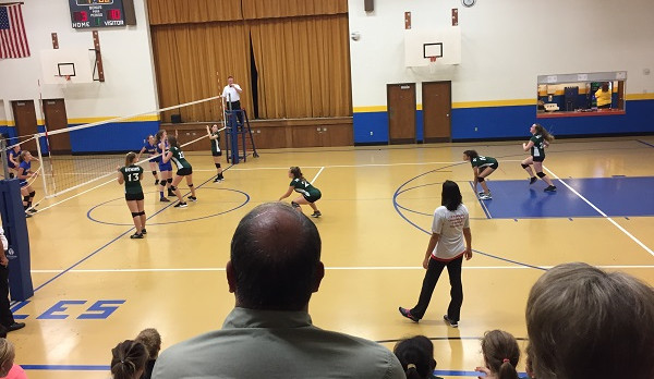 Richmond Girls 8th Grade Volleyball Dennis Intermediate beat Lincoln MS – Cambridge City 2-0