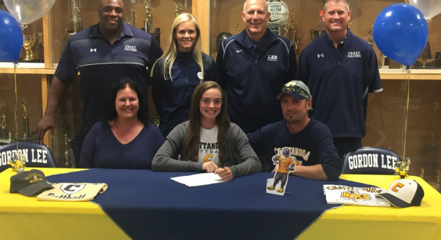 Gracey Kruse signs with UTC