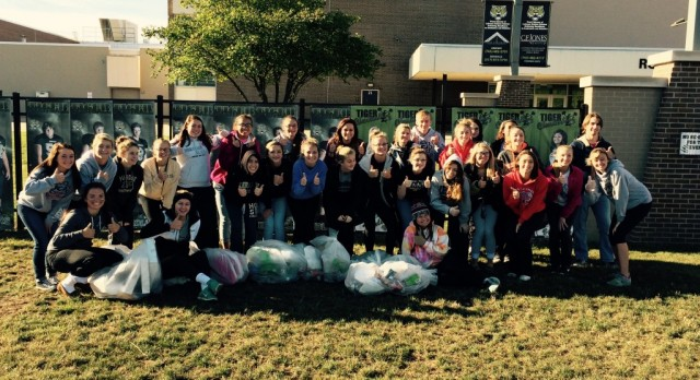 Cleanest City in Indiana Project Continues with Cheerleaders!  AWESOME JOB!
