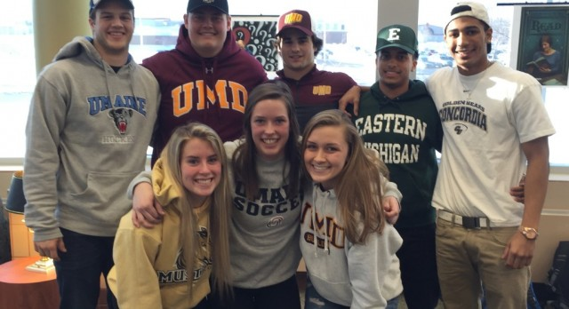 Eight Seniors Signed National Letter of Intents on February 4th