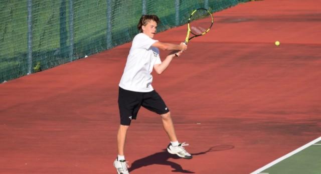 Tennis falls to Avon 4-1