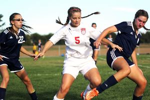 Girls soccer falls to Central Catholic