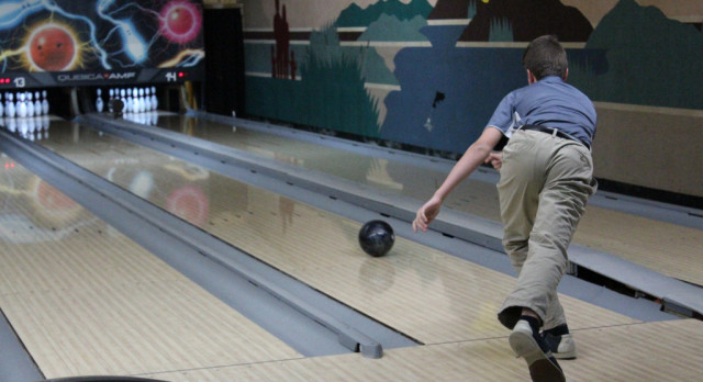 Bowling: Boys & Girls teams spilt matches Saturday