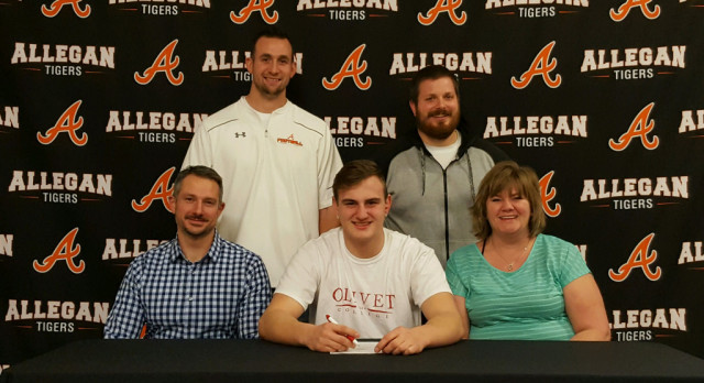 Football: Caldarona signs with Olivet