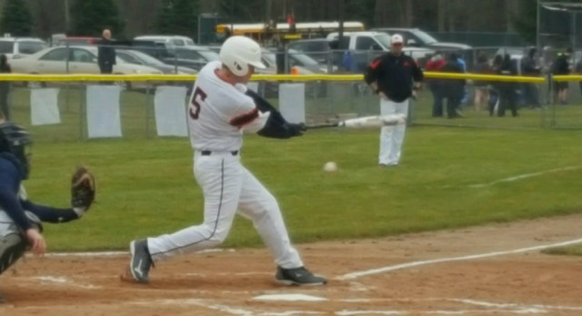 Baseball: Tigers drop doubleheader at Comstock
