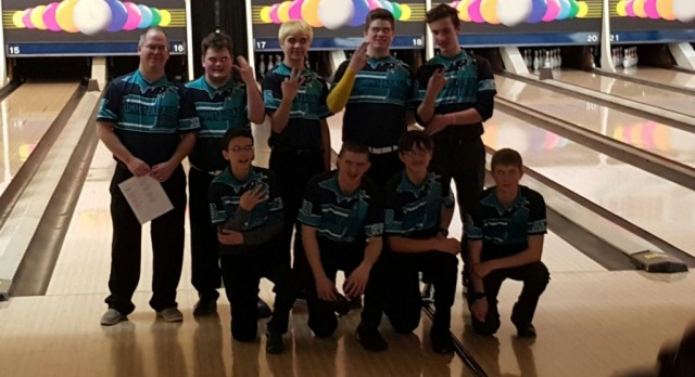 Varsity Boys Bowling Advances to States
