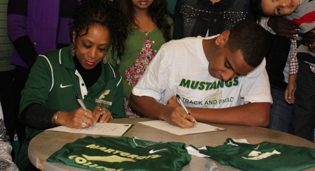 QuShaun Edwards Signs with Marygrove College