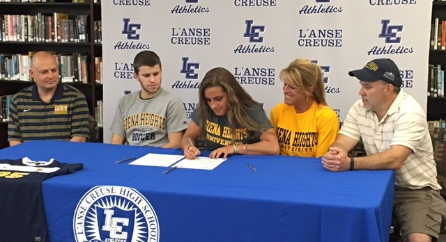 Alexis Paul Signs to Play Soccer at Siena Heights University