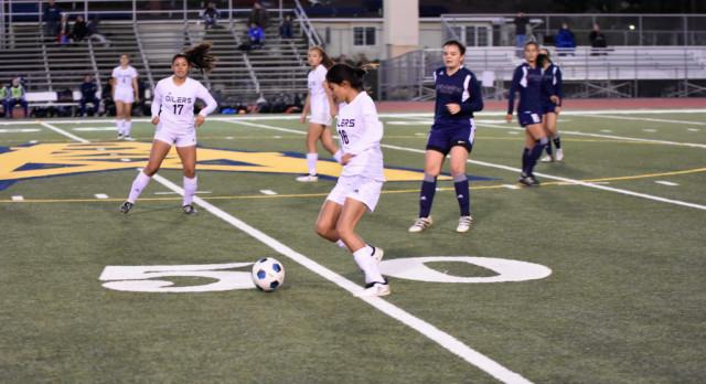Girls Soccer fall to Gabrielino