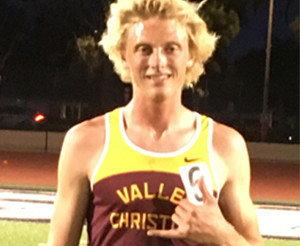 Nathaniel Tamminga Breaks 3200m School Record