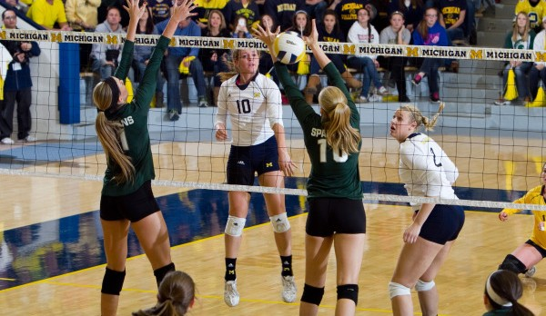 Alumni: Lexi Dannemiller gets AVCA Honorable Mention All-American