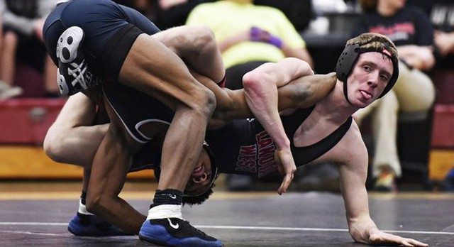 Journal-News: West continues wrestling mastery of East