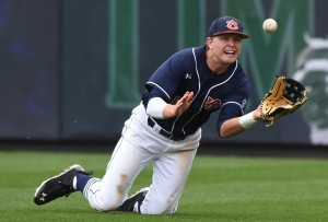 Gillikin makes a diving catch at Auburn
