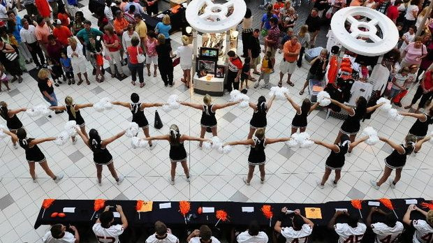 Hoover Buc Fan Day at the Galleria