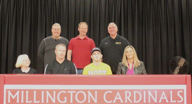 Pardee signs with Mott Community College