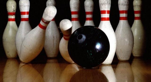 Bowling Team Splits to Open Season