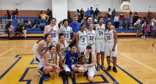 RU Girls win District basketball title!