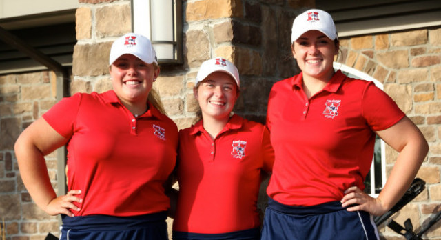 Girls Golf Advances to Regionals