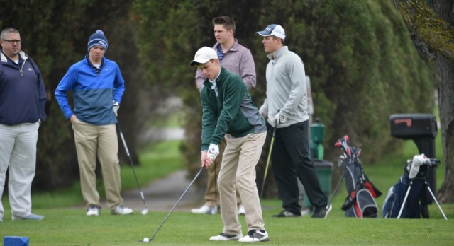 Boys Golf Advances to Regional