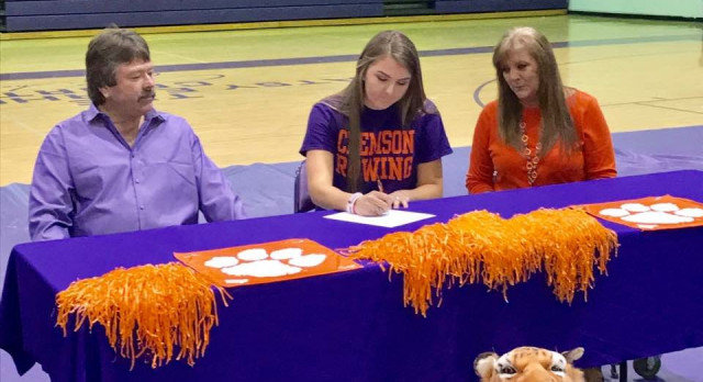 Samantha Nichols Signs Letter of Intent
