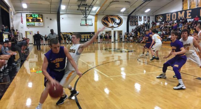 Boys Varsity Basketball Runs Win Streak to Five Games