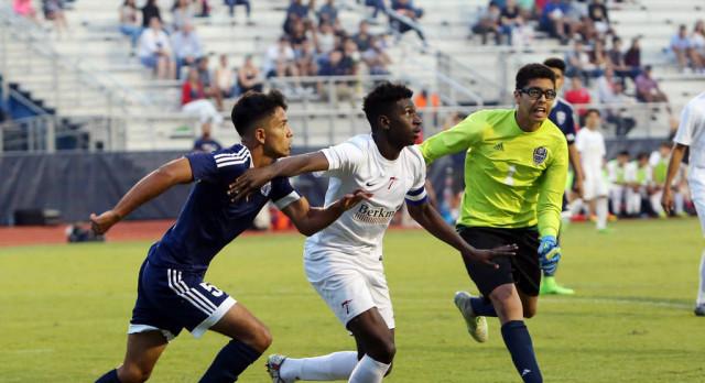 Boys Soccer Advances to Elite 8