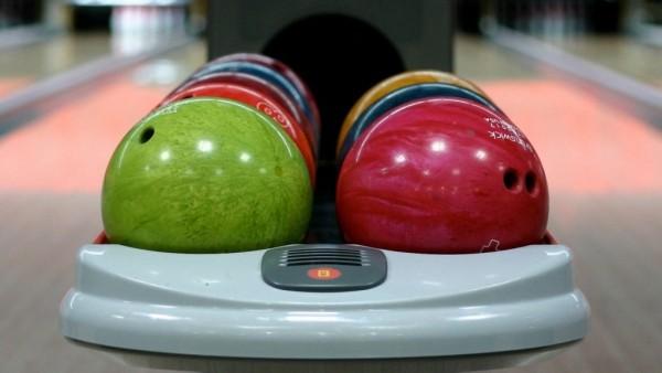 bowling-ball_88501-1600x1200