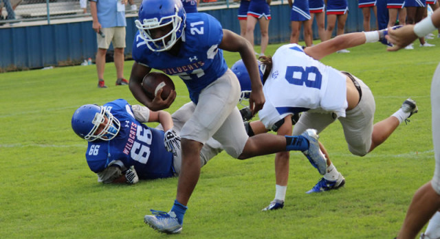White defeats Blue in Wildcats' annual scrimmage