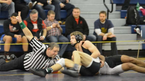 Dwyer gets back points against Edsel Fordwrestler