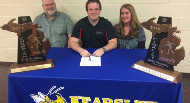 Phil Hawes signs with Olivet College