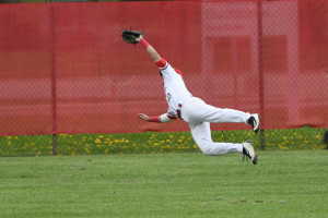 Jake O'Donnell makes a fantastic diving catch in center field.