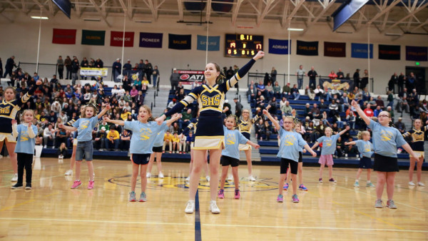 IMG_1190_saliine_basketball cheer