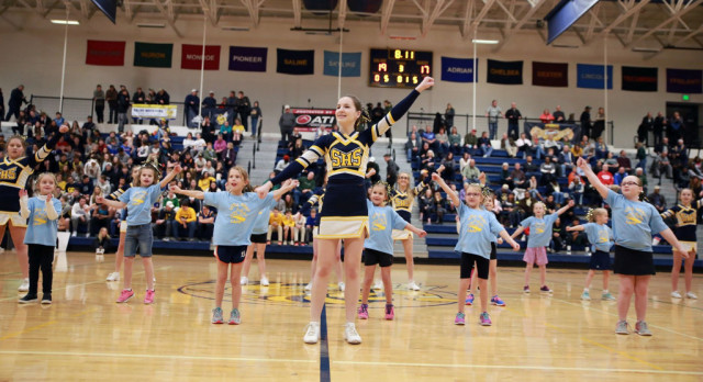 The Saline Post: Little Hornet Cheerleaders Perform at Halftime