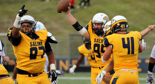 The Saline Post: GALLERY: Hornets Return to the Attack as Saline Downs Mumford, 33-0