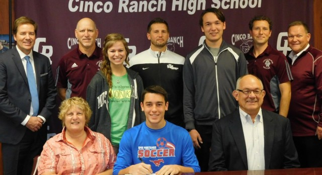 CR Soccer Star Signs LOI