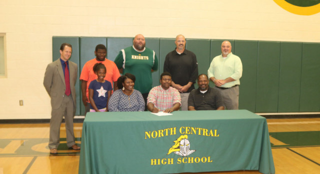 Gwenden Baldwin Signs with Newberry