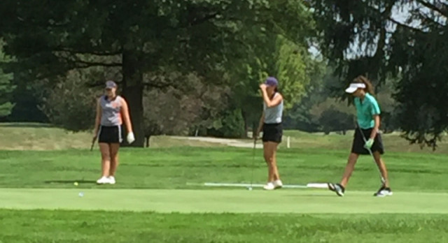 Girls Golf at South Grove
