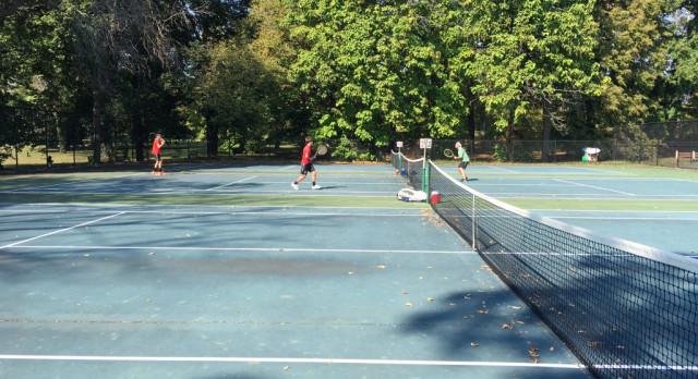Boys Tennis Advances 3 To City Semifinals