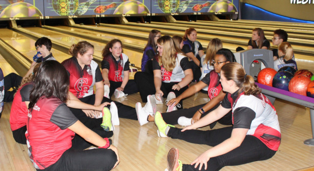 Lady Raider Bowlers On The Lanes