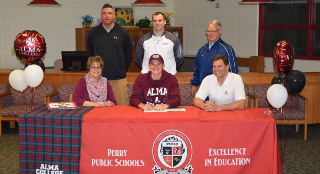 Middleton Signs with Alma College