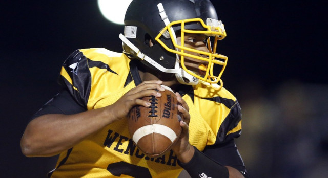 Avoid defenders? Not Carlos Rogers, Wenonah's QB